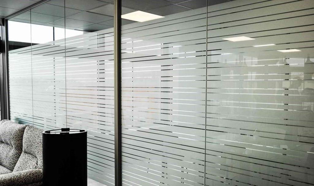 adesivi decorativi per privacy  vetri vetrate separatori uffici