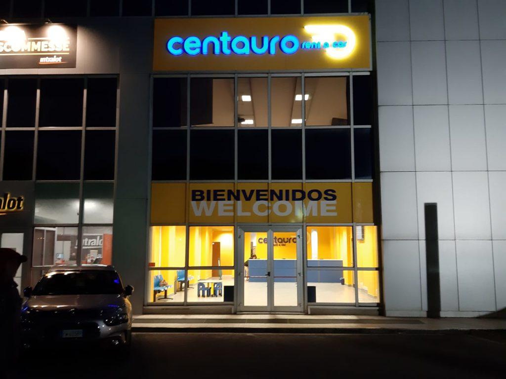 Allestimento negozi e uffici indoor e outdoor interior design vetrofanie insegne